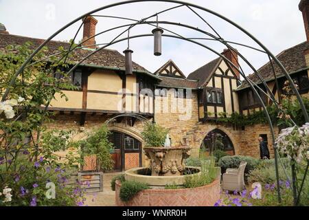 Astor Wing courtyard, Hever Castle, Hever, Edenbridge, Kent, England, Great Britain, United Kingdom, UK, Europe