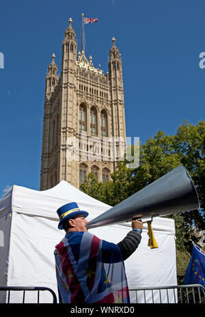 Steve Bray, with megaphone, activist, Mr Stop Brexit, Westminster, London, England, UK - Stock Photo