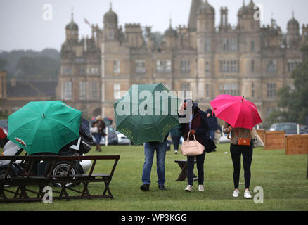 Stamford, Lincolnshire, UK. 06th Sep, 2019. Heavy rain at The Land Rover Burghley Horse Trials, Stamford, Lincolnshire, on September 6, 2019. Credit: Paul Marriott/Alamy Live News - Stock Photo