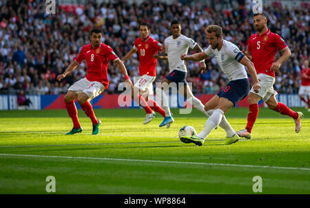 London, UK. 7th Sep, 2019. England's Harry Kane (2nd R) shoots during the UEFA Euro 2020 Qualifying Round Group A match between England and Bulgaria in London, Britain on Sept. 7, 2019. Credit: Han Yan/Xinhua/Alamy Live News - Stock Photo