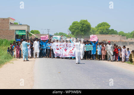 Rahim yar khan,Punjab,Pakistan-August 30,2019:school boys of local school and a large number of people protesting against indian army. - Stock Photo