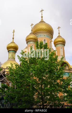 Domes and crucifixes on the Russian Church in Bucharest, Romania - Stock Photo
