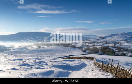 Wild Boar Fell in the Yorkshire Dales covered in snow. Ravenstonedale, Cumbria - Stock Photo