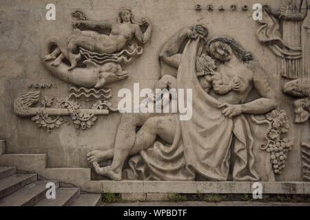 Paris, Palais de Tokyo, Flachrelief an der Fassade - Stock Photo