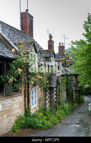 Row of cottages in the ancient Anglo Saxon town of Winchcombe, Cotswolds, Gloucestershire, England - Stock Photo