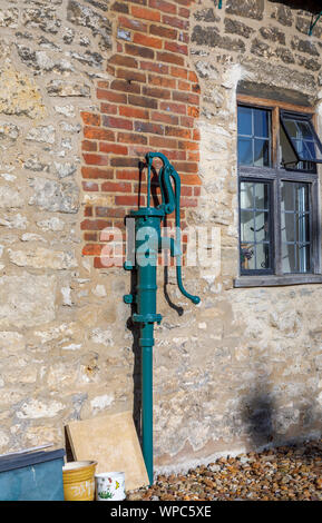 Vintage hand water pump at Long Alley Almshouses, Abingdon-on-Thames, Oxfordshire, south-east England, UK - Stock Photo
