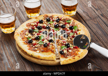 cheese, friends, pepperoni, eating, happy hour, wine, margarita pizza, old town pizza, old town pizza, chilli - Stock Photo