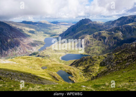 View from Y Garn to Mt Tryfan, Cwm Idwal and Ogwen Valley in mountains of Snowdonia National Park. Ogwen, Gwynedd, Wales, UK, Britain