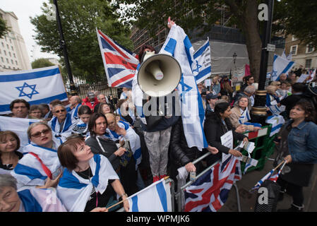Whitehall, London, UK. 9th September, 2015. Several hundred protesters both pro and anti Israel gather in Whitehall opposite Downing Street to demo - Stock Photo