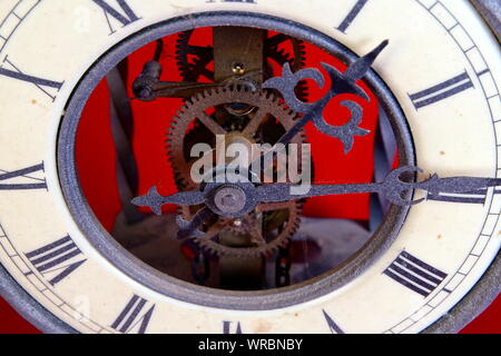 old metal dusty mechanical clock with moving gears and screws. Brass cog wheels, Close view of old rusty clock mechanism with gears and cogs. - Stock Photo
