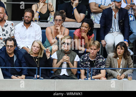 New York, USA. 08th Sep, 2019. Actress Uma Thurman watches Rafael Nadal of Spain against Daniil Medvedev of Russia in the men's singles final at Arthur Ashe Stadium at the USTA Billie Jean King National Tennis Center on September 08, 2019 in New York City. Credit: Independent Photo Agency/Alamy Live News - Stock Photo