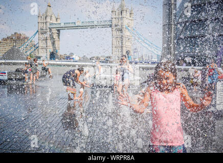 A kid enjoys at a fountain to beat the heat in London Bridge in London , on 25 July 2018. (Photo by Ioannis Alexopoulos / Alamy - Stock Photo