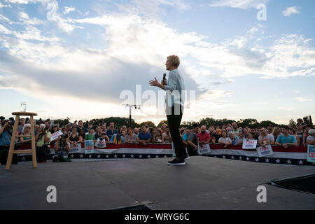 Democratic presidential hopeful Sen. Elizabeth Warren of Massachusetts holds a rally near downtown Austin, Texas. Warren is  one of several front-runners for the Democratic presidential nomination five months before primary elections begin. - Stock Photo