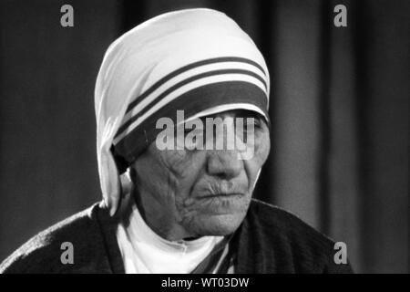 Mother Teresa (Anjezë Gonxhe Bojaxhiu), Albanian-born Roman Catholic nun, Calcutta missionary, and founder of the Missionaries of Charity. Photo by Bernard Gotfryd, 1971.