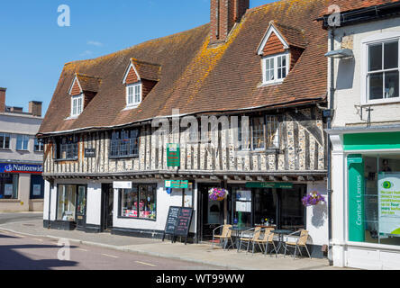 Historic timbered building, formerly 18th century cottages and a poor house, now with ground floor shop and restaurant in Swan Street, Petersfield - Stock Photo