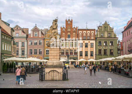 Nepomukstatue und Alter Markt in Posen, Polen, Europa  | Nepomuk statue  on the Old marketplace,  Poznan, Poland, Europe - Stock Photo