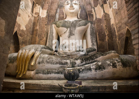 Wat Si Chum, giant Buddha statue in Sukhothai Historical Park - Stock Photo
