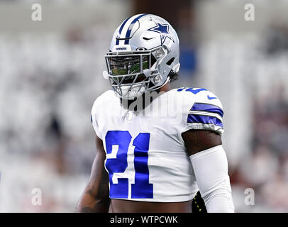 Arlington, Texas, USA. 8th Sep, 2019. Dallas Cowboys running back Ezekiel Elliott (21) prior to the NFL football game between the New York Giants and the Dallas Cowboys at AT&T Stadium in Arlington, Texas. Shane Roper/Cal Sport Media/Alamy Live News - Stock Photo