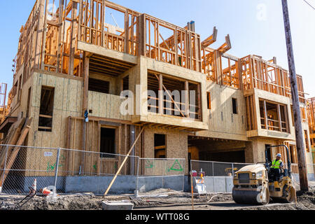 August 31, 2019 San Jose / CA / USA - Multifamily residential building under construction; Silicon Valley and the San Francisco Bay Area is currently - Stock Photo