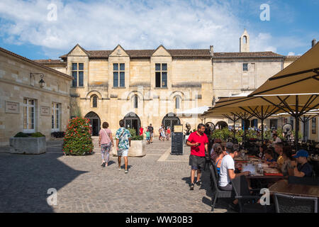 The square in the centre of the historic Unesco listed town of Saint-Emilion in Bordeaux, Gironde, France - Stock Photo