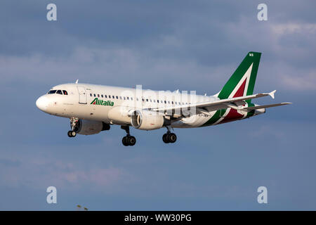 Alitalia Airbus A319-112 (EI-IMB) arriving on the daily afternoon flight from Rome, Italy. - Stock Photo