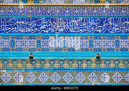 Israel, Jerusalem District, Jerusalem. Detail of ornate decorative tile on the exterior of the Dome of the Rock on Temple Mount. - Stock Photo