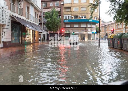 Murcia, Spain. 13th Sep, 2019. A vehicle drives in a flooded street in Murcia after the torrential rains fallen, eastern Spain, 13 September 2019. A man has died in Almeria rising the number of victims of the 'gota fria' (cold drop) phenomenon in the Mediterranean coast to three. The eastern regions of Valencia and Alicante continue under red level alert due to torrential rains while the State Meteorological Agency AEMET has reduced the alert in Murcia to orange level. Credit: Marcial Guillen/EFE/Alamy Live News - Stock Photo