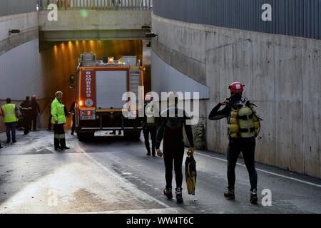 Almeira, Spain. 13th Sep, 2019. Members of the Special Groups of Underwater Activities (GEAS) and firemen work at the scene where a man has died after his vehicle get trapped in a flooded tunnel in Almeria city, southeastern Spain, 13 September 2019. With this victim, the number of dead people for the 'gota fria' (cold drop) phenomenon in the Mediterranean coast has risen to three. The eastern regions of Valencia and Alicante continue under red level alert due to torrential rains while the State Meteorological Agency AEMET has reduced the alert in Murcia to orange level. Credit: EFE News Agenc - Stock Photo