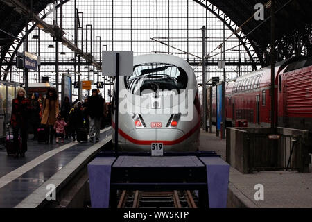 Travellers leaving an express train of the Deutsche Bahn in the Frankfurt central station in Frankfurt, - Stock Photo