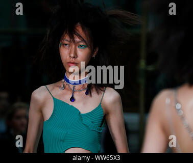 London, UK. 13th Sep, 2019. A model presents the creation of Jamie Wei Huang during the London Fashion Week in London, UK, Sept. 13, 2019. Credit: Han Yan/Xinhua/Alamy Live News - Stock Photo