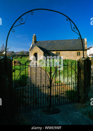 Gwaenysgor church, Flintshire, Wales, UK, looking N through the iron churchyard gates & overarch. The churchyard is managed as a 'wildlife sanctuary'. - Stock Photo