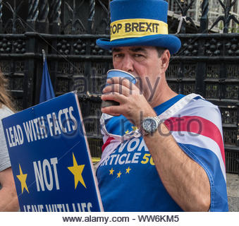 Steve Bray protesting outside The Houses of Parliament - Stock Photo