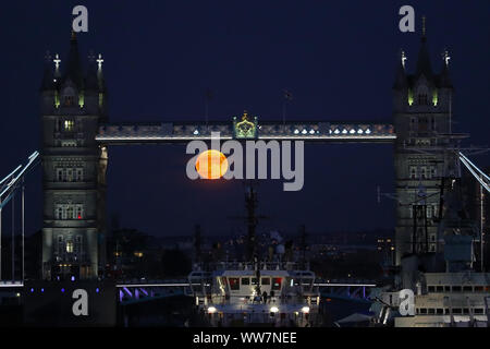 London, UK. 13th Sep, 2019. The full harvest moon rises through Tower Bridge, London, England. Credit: ESPA/Alamy Live News - Stock Photo