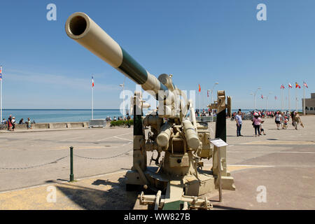 Artillery at the Gold Beach on the occasion of the landing of the allies in Arromanches-les-Bains, D-Day, Arromanches-les-Bains, Calvados, Basse-Normandie, English Channel, France - Stock Photo