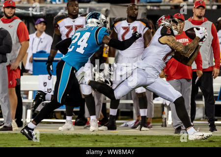 Charlotte, North Carolina, USA. 12th Sep, 2019. Tampa Bay Buccaneers wide receiver Mike Evans (13) makes a catch at Bank of America Stadium. The Buccaneers won 20-14. Credit: Jason Walle/ZUMA Wire/Alamy Live News - Stock Photo