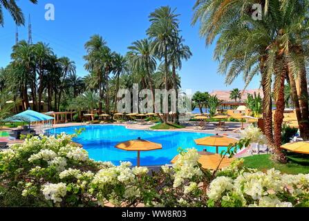 Swimming pool complex of the Mercure Hotel on the banks of the Nile, Karnak near Luxor, Upper Egypt, Egypt - Stock Photo