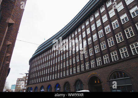 The iconic sweeping black Brick Expressionist design of Chilehaus (Chile House) in Hamburg. Designed by architect Fritz Höger and completed in 1924 - Stock Photo