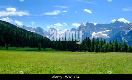 The Dolomites are a mountain range located in northeastern Italy. They form a part of the Southern Limestone Alps and extend from the River Adige in t - Stock Photo
