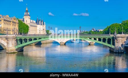 Paris, view of the Seine with the Conciergerie on the ile de la Cité, and the Pont-Neuf - Stock Photo