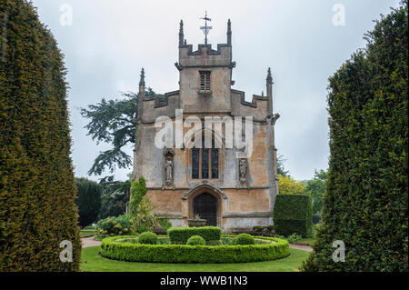 St. Mary's chapel, the buriel place of Catherne Parr the 6th wife of King Henry VIII at Sudeley Castle, Winchcombe, Gloucestershire, England - Stock Photo