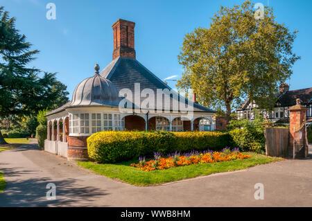 Lodge at the entrance to Croydon Road Recreation Ground, Beckenham. - Stock Photo