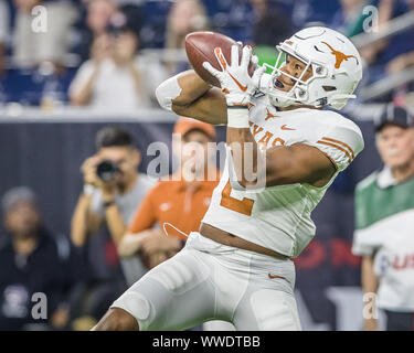 September 14, 2019: Texas Longhorns running back Roschon Johnson (2) catches a 25-yard touchdown pass in the NCAA football game between the Texas Longhorns and the Rice Owls at NRG Stadium in Houston, Texas. Texas defeated Rice 48-13. Prentice C. James/CSM - Stock Photo