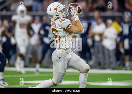 September 14, 2019: Texas Longhorns wide receiver Jake Smith (16) makes a touchdown catch during the 1st quarter of an NCAA football game between the Texas Longhorns and the Rice Owls at NRG Stadium in Houston, TX. Texas won the game 48 to 13...Trask Smith/CSM - Stock Photo
