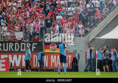 A bang explodes on the sidelines, folders and photographers hold their ears. Soccer 1. Bundesliga, 4.matchday, FC Cologne (K) - Borussia Monchengladbach (MG), on 14/09/2019 in Koeln/Germany. ¬ | usage worldwide - Stock Photo