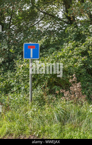 No Through Road / Dead End UK road sign in a Cornwall country lane. Metaphor blocked exit, no outlet, something denied. - Stock Photo