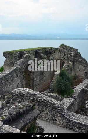 Grotte di Catullo (Caves of Catullus), Roman villa ruin, Sirmione, Lombardy, Lombardia, Italy, Europe