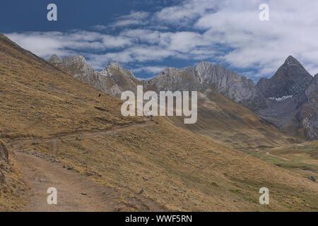 Quebrada Aguas Calientes and Cancanapunta pass on the Cordillera Huayhuash circuit, Ancash, Peru - Stock Photo