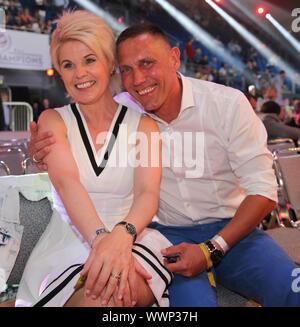 Linda Feller mit Ehemann Andreas Schmid beim WBA-WM-Kampf Schwergewicht Chagaev-Pianeta in Magdeburg - Stock Photo