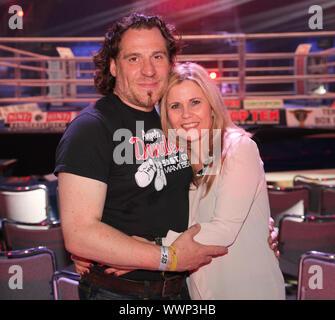 Schauspielerin Michaela Schaffrath,Freund Carlos Anthonyo WBA-WM-Kampf Chagaev-Pianeta in Magdeburg - Stock Photo