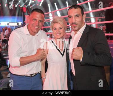 Sängerin Linda Feller mit Ehemann Andreas Schmid und Ex-Boxweltmeister Firat Arslan in Magdeburg - Stock Photo